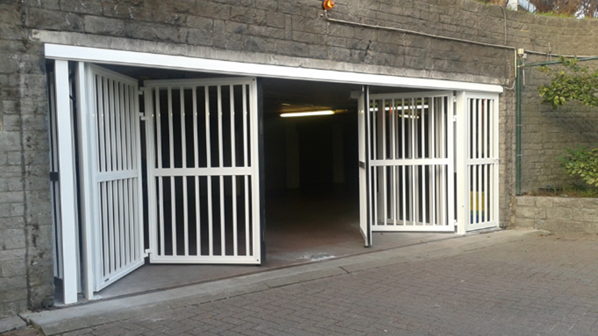Porte ouverture lat rale pour un usage intensif all access for Porte garage ouverture laterale